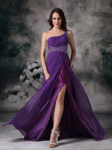 Purple Empire One Shoulder Pageant Girl Dresses in Chiffon with Beading