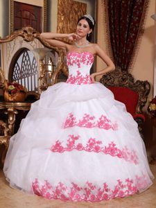 Latest White Ball Gown Sweetheart Organza Pageant Dress with Appliques