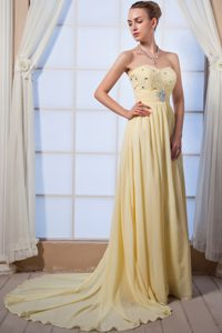 Sweetheart Beaded Light Yellow Pageant Dresses for Mrs World with Brush Train