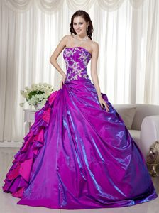 Purple Ball Gown Strapless Prom Pageant Dresses with Appliques in Taffeta