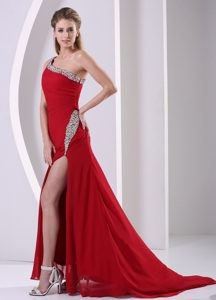 Wine Red One Shoulder Brush Train Ruched Pageant Dresses with Beading and Slit